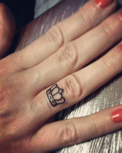 les 25 meilleures id 233 es concernant tatouage doigt sur