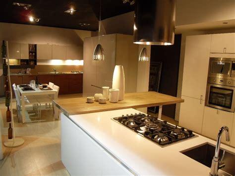 cucine in legno massiccio cucina con penisola legno massiccio soave arredamenti
