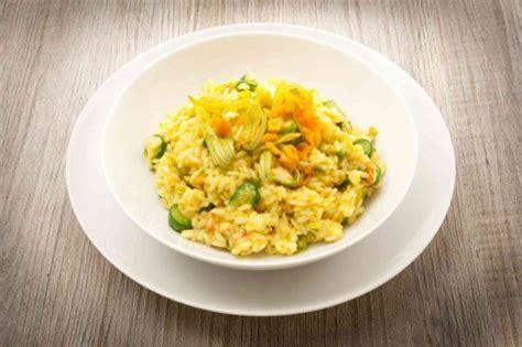 ricette con fiori di tarassaco risotto fiori gialli di tarassaco ricetta donnad