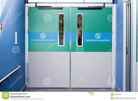 gateway emergency room emergency door stock photo image 39042929