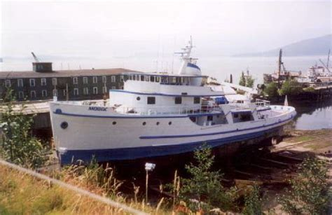 tugboat yacht conversion 1944 livingston shipyard navy tug conversion boats