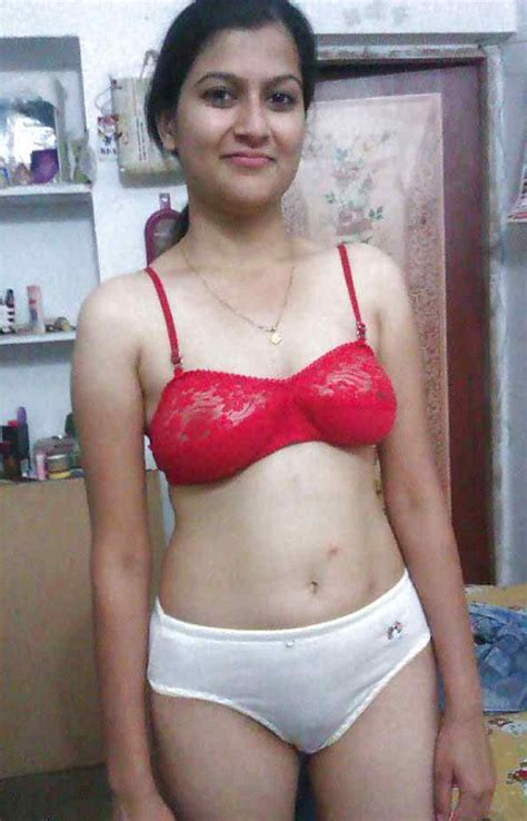 bedroom xxx pics http desixxxpic com beautiful indian wife bedroom posing
