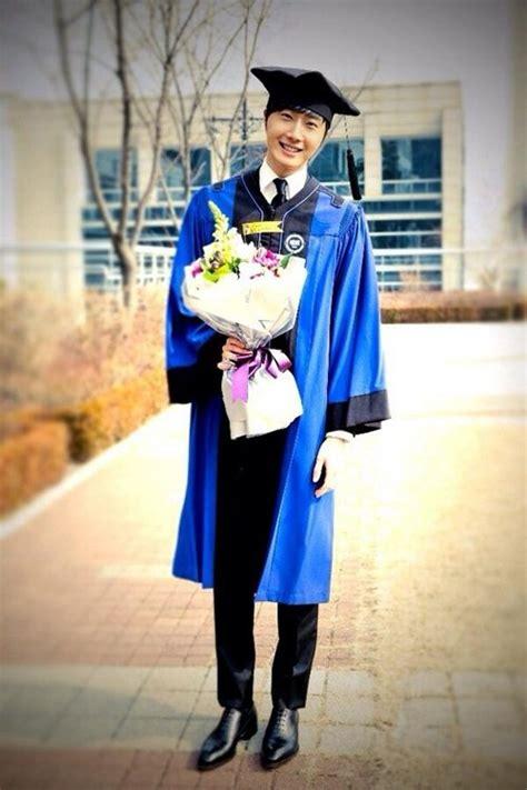 Mo Comport Fans Celana Kantor Wanita foto upacara kelulusan jang geun suk dan jung il woo