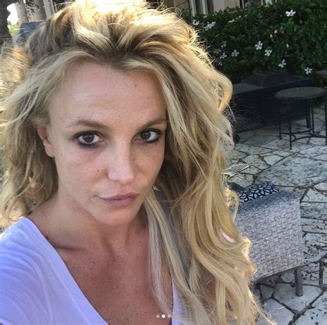 britney spears britney spears shows off the real her in make up free photo