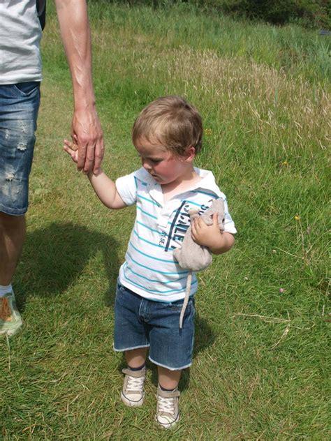 wandlen kinder wandelen in natuurgebied oranjezon met kinderen