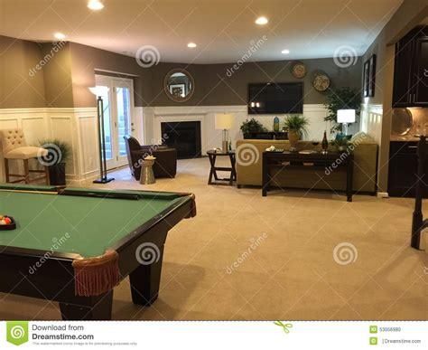 Pool House Ideas sous sol avec la table de billard photo stock image