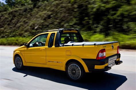 fiat strada fiat sports up its strada pickup truck in brazil carscoops