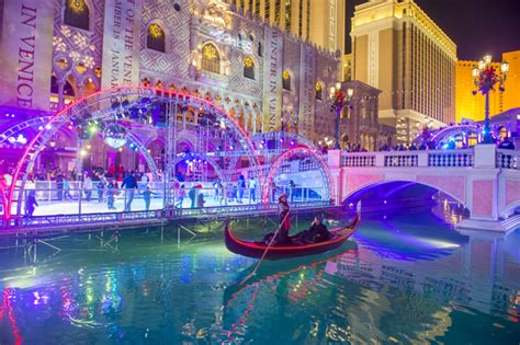 vegas attractions over christmas family friendly attractions in las vegas tahiti resort