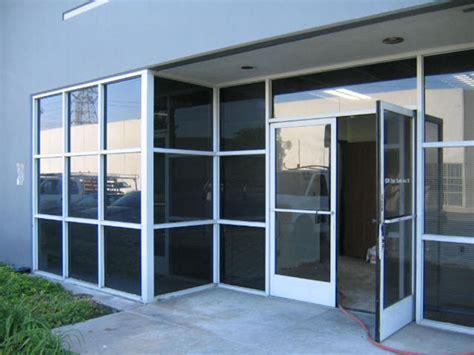 helpful guide in choosing storefront doors storefront