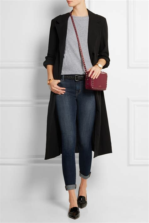 fashion styles of french women over 40 casual look with a brahmin burgundy bag