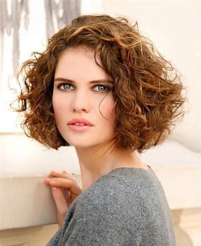 ladies hair styles for wiry hair coupe de cheveux mi longs de jolies boucles a effet