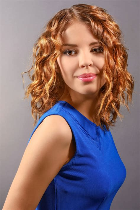 hellbrauner long bob mit locken bob frisuren mit locken