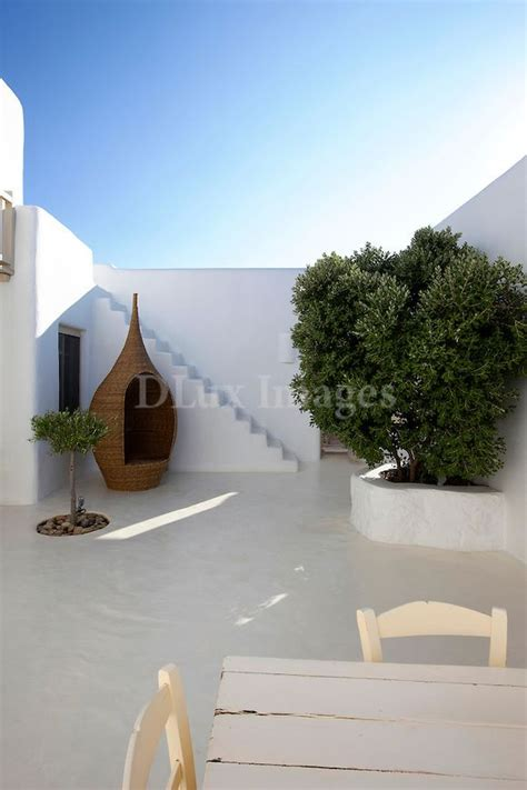 cortile spagnolo courtyard with screed floor mediterraneo