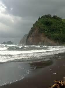 black sand hawaii black sand beach hawaii bucket list pinterest