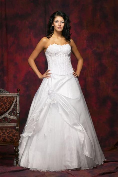 Traum Hochzeitskleid by Traum Hochzeitskleid Brautmode Shop
