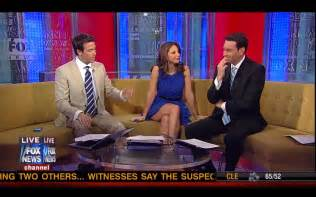fox anchor legs nicole petallides legs on the fox and friends couch