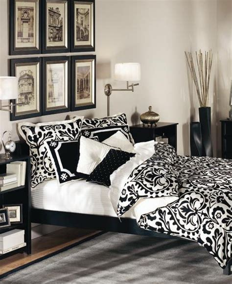 Black And White Bedroom Decor 19 Traditional Black And White Bedroom That Inspire Digsdigs