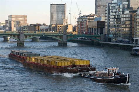 thames river cruise london wikipedia file barge on river thames london dec 2009 jpg wikipedia