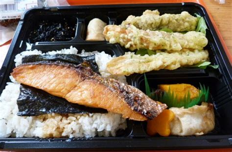 Bento Food Eggroll mart is a of cheap lunches midtown