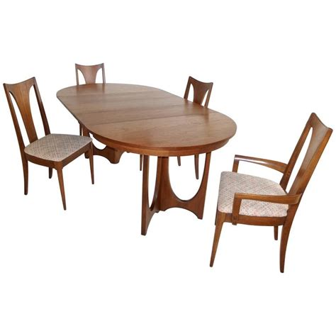Broyhill Dining Room Chairs Broyhill Brasilia Walnut Dining Table And Chairs At 1stdibs