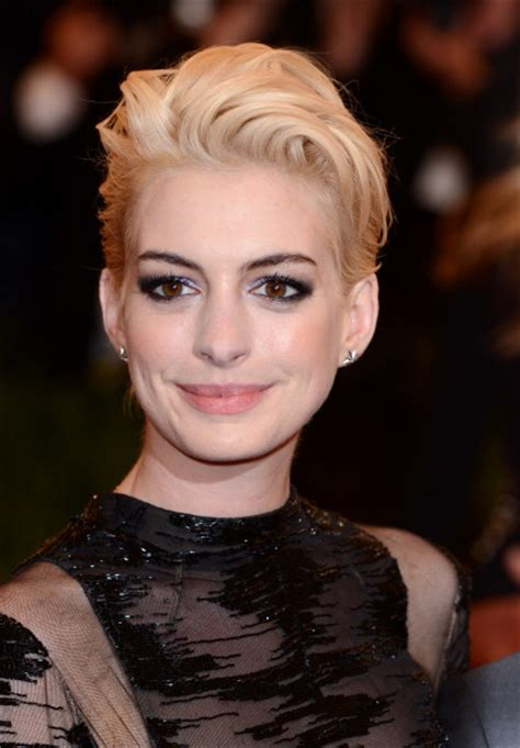 Light Brown Short Hair We Can T Stop Staring At Anne Hathaway S New Hair