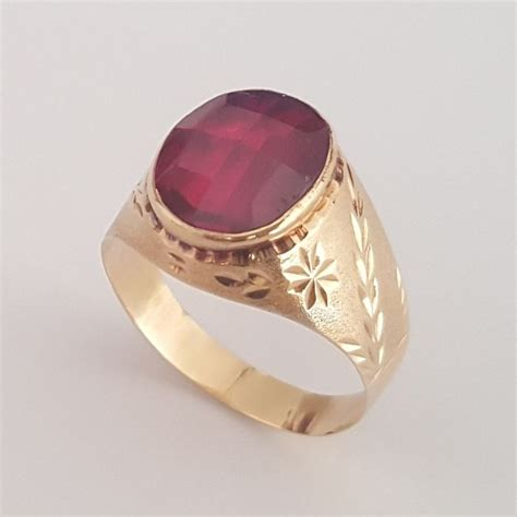Ruby 21 7ct 18 kt yellow gold ring with one ruby of 7 ct size 20 8