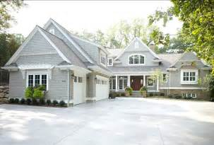 Light Gray Is The Traditional Color Of Cape Cod Style East Coast Inspired Shingle Home Home Bunch Interior