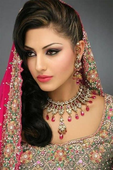 Indian Wedding Hairstyles With Veil by Hairstyles For Indian Wedding 20 Showy Bridal Hairstyles