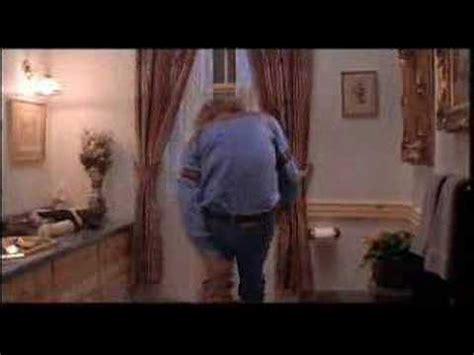 dumb and dumber harry bathroom dumb dumber lloyd and seabass toilet scene deleted