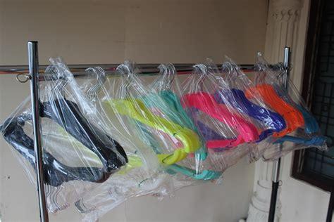 Hanger Gantungan Plastik Hanger Jas Hanger 181 Hitam hanger jas kecil gantungan baju raja plastik indonesia