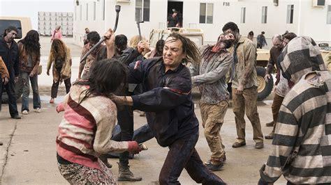 bioskopkeren fear the walking dead fear the walking dead season 3 premiere travis dies