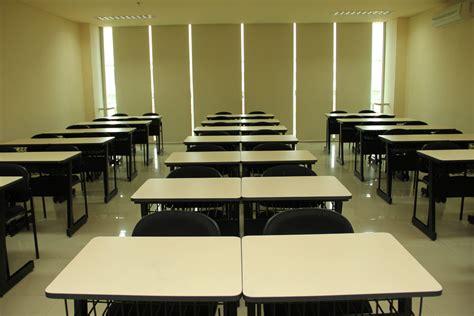 Proyektor Untuk Kelas ruang kelas pendaftaran mahasiswa baru universitas mercu buana