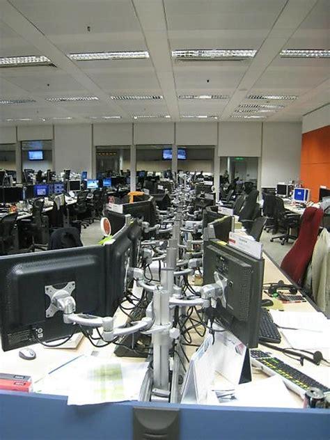 glass door us bank wealth management associate trading floor ubs office photo glassdoor co uk