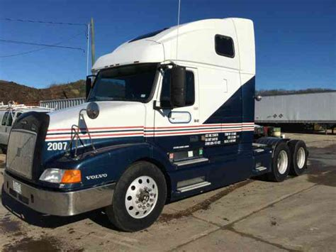 volvo semi truck sleeper volvo vnl 660 1999 sleeper semi trucks