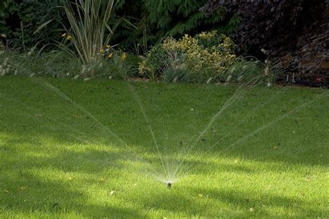 irrigatori da giardino a scomparsa irrigatori a scomparsa impianto irrigazione interrato