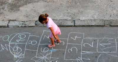 dibujos de niños jugando rayuela la rayuela su origen y uso en la escuela