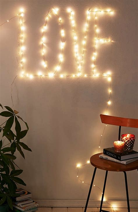 String Lights Wall - 30 ways to create a ambiance with string lights