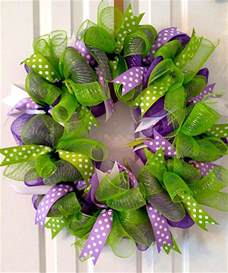 how to make a deco mesh wreath using two colors wreath ideas how to make a deco mesh wreath