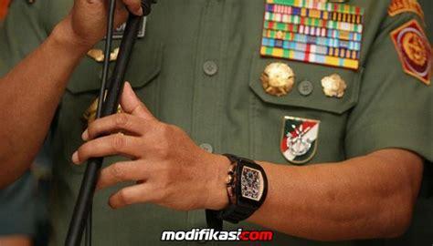 Moeldoko Banting Jam Tangan panglima tni banting jam tangan richard milenya seharga rp 1 milliar