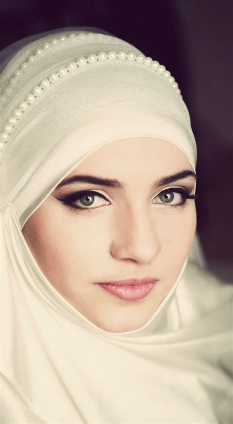 Bridal Hijabs for the Trendy Bride   Arabia Weddings