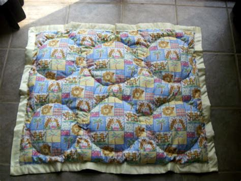 How To Puff Up Pillows by Morning By Morning Productions Circle Puff Quilt And Pillows