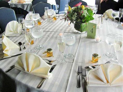 Wedding Favors Table by 10 Wedding Table Decoration And Place Setting Ideas From