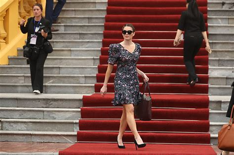 hope hicks japan outfit hope hicks s dress she rocks floral outfit while melania