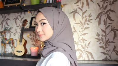 tutorial berhijab ala hijabers 5 gaya rambut paling nyaman bagi yang berhijab fashion