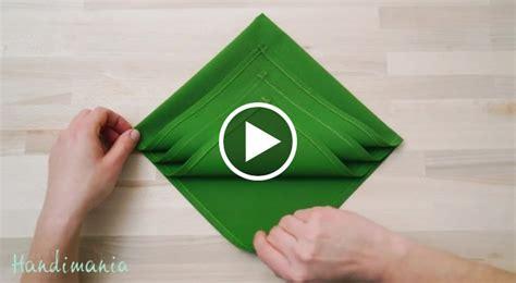 Come Piegare I Tovaglioli Di Carta by Come Piegare Un Tovagliolo Per Le Feste Di Natale Geniale