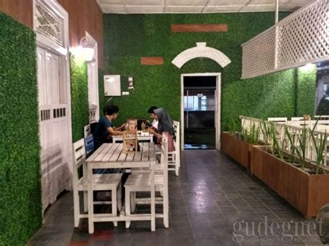 Kisaran Harga Secret secret garden coffe and chocolate yogya gudegnet
