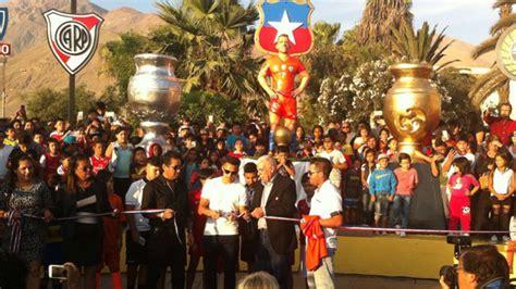 alexis sanchez honors inauguran estatua en honor a alexis s 225 nchez en tocopilla