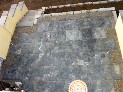 terrasse natursteinplatten terrasse trockenmauer zufahrt klinker naturstein