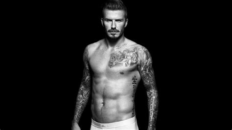 david beckham muestra los tatuajes de su espalda los david beckham luce sus famosos tatuajes en facebook