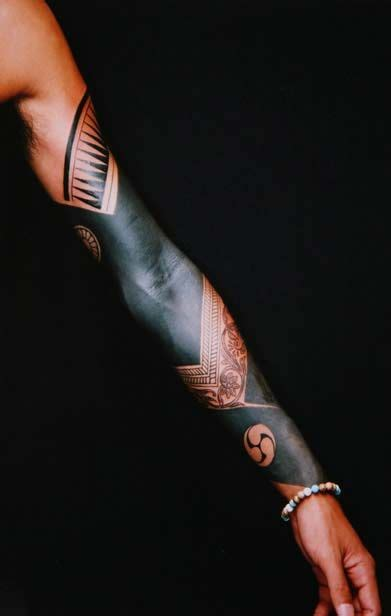solid black tattoo sleeve 25 best ideas about solid black on
